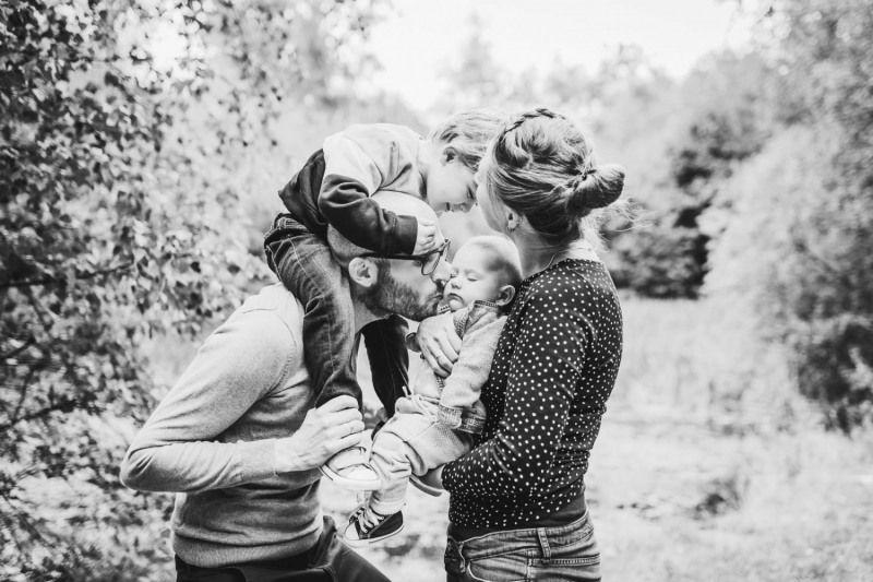 Familienfotograf-Mayen-Koblenz-Fotoshooting-Familienshooting-Outdoorshooting-Kinderfotograf-yvy-anheier-001